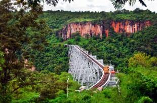 viaduct-train